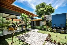 Casa ME is a private home located in Jambeiro,São Paulo,Brazil.  It was designed byOtta Albernaz Arquitetura.