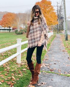 If you plan to feast this Thanksgiving, you'll need something comfy, cute & not constricting. Read this post for 4 affordable Thanksgiving outfit ideas! Edgy Outfits, Casual Winter Outfits, Fashion Outfits, Rock Outfits, Casual Boots, Casual Summer, Summer Outfits, Affordable Clothes, Affordable Fashion