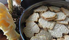 Jak upéct kořeněné vánoční sušenky Spekulky   recept Cookie Recipes, Stuffed Mushrooms, Food And Drink, Dairy, Cheese, Cookies, Vegetables, Advent, Barbie Dress