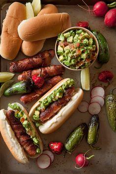 Bacon hot dogs with guacamole hamburguesas, comida bebida, recetas de cocin Easy Healthy Breakfast, Healthy Eating, Bacon Hot Dogs, Fast Food, Pub Food, Summer Snacks, Comfort Food, Snacks Für Party, I Love Food