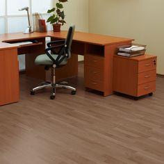 Se você adora o charme da madeira, mas deseja mais praticidade na manutenção e na limpeza, o piso vinílico é uma ótima opção! #Prod134131