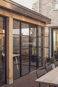 Garden room with veranda - gardenroom Garden Cabins, Hacienda Style, Mansions Homes, Garden Office, Home Reno, Interior Design Living Room, Pergola, New Homes, Home And Garden