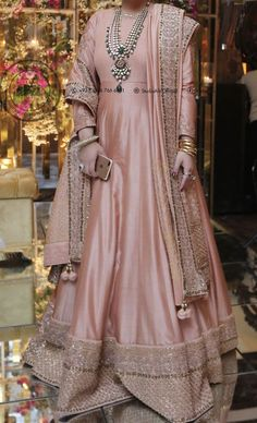 Beautiful Pakistani Dresses, Pakistani Formal Dresses, Pakistani Dress Design, Pakistani Frocks, Pakistani Fashion Party Wear, Pakistani Wedding Outfits, Bridal Outfits, Fancy Dress Design, Stylish Dress Designs