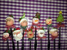 Homemade Polymer Clay, Cute Polymer Clay, Fimo Clay, Pen Toppers, Christmas Tree Decorations, Christmas Ornaments, Polymer Clay Christmas, Disney Figurines, Clay Figurine