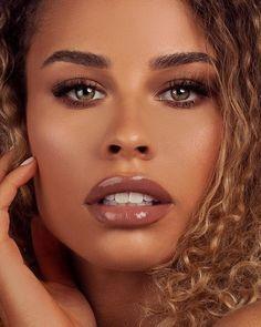Dose of Colors 🍪🍪🍪 New lip gloss Black Girl Makeup, Girls Makeup, Tan Skin Makeup, Glow Makeup, Lipstick For Dark Skin, Brown Lipstick Makeup, Black Skin Care, Best Lipsticks, Olive Skin