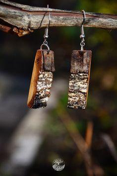 """Деревянные серьги с корой. Мастерская """"Дух дерева""""."""