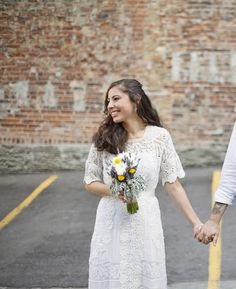 Sweet and intimate wedding with an antique dress and pretty flowers
