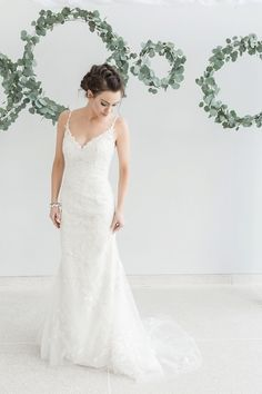 Lace wedding dress | Star Noir Studio | see more on: http://burnettsboards.com/2015/05/lavender-eucalyptus-affair-senses/