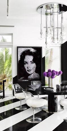 This gutsy, glamorous home he created for fashion designer Tommy Hilfiger and his wife, Dee features high-contrast interiors punctuated by the couple's impressive collection of large-scale artworks. Best Interior, Home Interior, Modern Interior Design, Interior Styling, Interior And Exterior, Interior Decorating, Exterior Design, Estilo Miami, Beachfront House