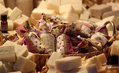 Handmade Soap Recipes, Handmade Soaps, Marseille Soap, Chemisches Peeling, Homemade Hand Soap, Coconut Soap, Felted Soap, Soap Tutorial, Soap Maker