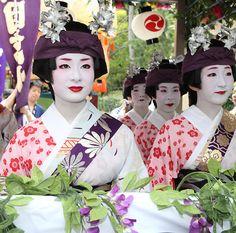 Festival Day at Yasaka Shrine, Higashiyama-ku, Kyoto, Japan. July 24, 2011.  Photography by  Teruhide Tomori of Flickr