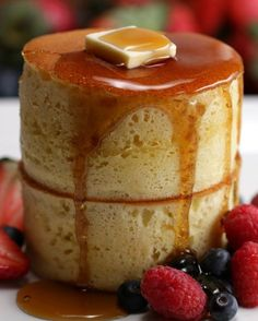Japanese Pancakes Breakfast will never be the same with these towering pancakes.Breakfast will never be the same with these towering pancakes. Souffle Pancakes, Pancakes And Waffles, Tasty Pancakes, Breakfast Waffles, Diet Breakfast, Japanese Pancake, Japanese Sweets, Japanese Fluffy Pancakes, Japanese Food Recipes