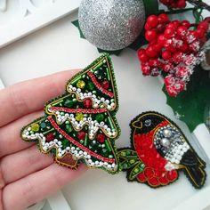 Bead Embroidery Jewelry, Beaded Jewelry Patterns, Beaded Embroidery, Beaded Brooch, Crochet Earrings, Brooches Handmade, Handmade Jewelry, Bead Crafts, Jewelry Crafts