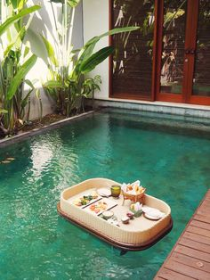 Is a floating breakfast in Bali worth it? Why my floating breakfast was a fail in more ways than Prado, Places Around The World, Around The Worlds, Places To Travel, Places To Go, Selling Your House, Going On Holiday, Bali Travel, Balinese