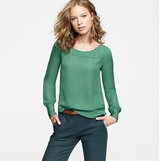 This would be a great shirt for work, dates or out with friends. Especially loving the emerald green color.