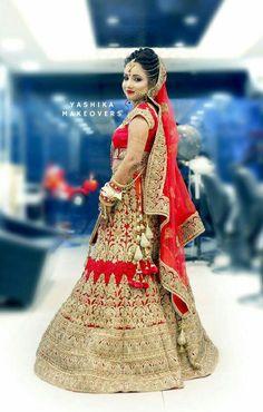 Indian Wedding Photography Poses, Couple Photography, Red Lehenga, Bridal Lehenga, Wedding Girl, Wedding Bride, Wedding Lehanga, Punjabi Bride, Indian Festivals