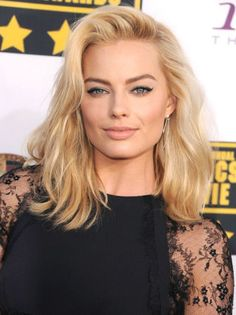So obsessed with Margot Robbie's side-parted lob