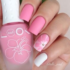I love this simple design, and the way it looks next to the image I n the nail polish bottle! Sweeeeeeeet!♡