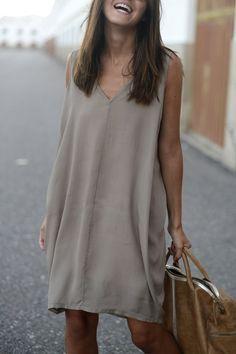 Pure Color V Neck Sleeveless Dress