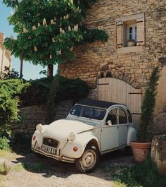 """I really want to rent one of these for the summer, they are just SO Provence 😍 Should I leave a note?.. """"J'adore ta voiture. Est-ce que je peux l'avoir? c'est bon? Je ferai de belles images. Merci!"""""""