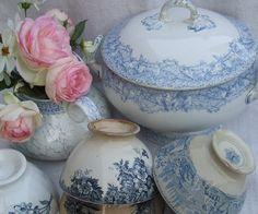 soup tureen & bowls