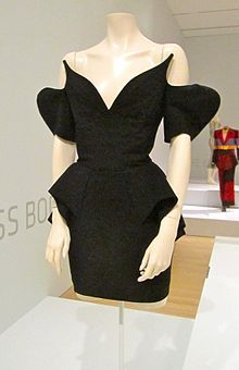 Google Image Result for http://upload.wikimedia.org/wikipedia/commons/thumb/8/8e/Thierry_mugler_dress.jpg/220px-Thierry_mugler_dress.jpg
