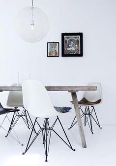 Eames stoelen met leuke kussen.