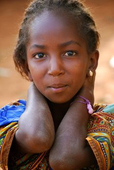 African Daughter Photo and caption by Tyler Perry One of the daughters of an African Tribes man Location: Djohong, Cameroon, Africa Kids Around The World, We Are The World, People Around The World, Beautiful World, Beautiful People, Photo Portrait, African Tribes, Look Into My Eyes, Portraits