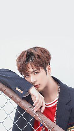 Jackson é maravilhoso é engraçado,bonito,canta bem,É um amor de pessoa tem um sorriso lindo perfeito <3