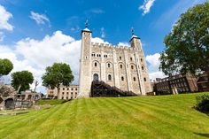 La #WhiteTower de la #TorreDeLondres.  http://www.viajaralondres.com/lugares-para-visitar-en-londres/tower-of-london/   #TowerOfLondon #Londres #London #turismo #viajar #Inglaterra #ReinoUnido #guiastravel #fortalezamedieval