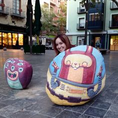 @misstechin conversando con las piedras ilustradas de @irenefenollar en la Plaza San Felipe. Intervención realizada dentro del @festivalasalto #zaragozaguia #zaragoza #regalazaragoza #zaragozapaseando #zaragozaturismo #zaragozadestino #miziudad #zaragozeando #mantisgram #magicaragon #loves_zaragoza #loves_aragon #igerszaragoza #igerszgz #igersaragon #instazgz #instamaños #instazaragoza #zaragozamola #zaragozacity #quehacerenzgz