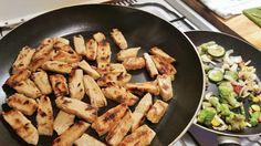 Momentan teste ich mich durch das 100% vegane Wiefleisch Sortiment. Nach wie Rind habe ich diesmal mit wie Hühnchen gekocht. ABER keine Angst, ich bin nicht über Nacht zur Veganerin mutiert. Auf ei…