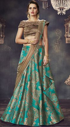 Ditch your regular lehenga and opt for a high-glamour layered and pre-draped lehenga saree and pair it with statement of dangler earrings to look divaesque. Lehenga saree is a must for every ethnic collection. Lehenga Choli Wedding, Brocade Lehenga, Lehenga Style Saree, Lehenga Choli Online, Indian Lehenga, Green Lehenga, Cape Lehenga, Lehnga Dress, Lehenga Blouse