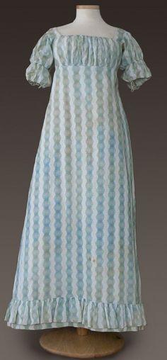 I love the simple regency dresses! ❤