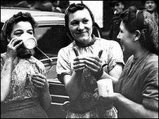 Sheffield buffer girls in 1940