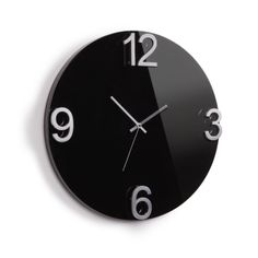 Umbra Reloj de pared Elapse Reloj de pared Elapse de Umbra. Reloj de madera con números de metal en relieve. Dos colores disponibles, blanco o negro. De...