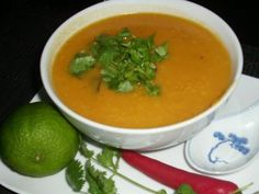 Thai-Kürbis-Möhren-Suppe