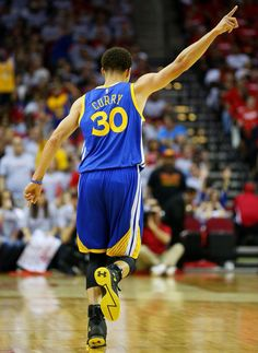 1 more till the NBA Finals Ryan Curry, Wardell Stephen Curry, Nike Motivation, Stephen Curry Shoes, Nike High Tops, Nba Season, Nike Windbreaker, Air Max Women, Nike Hoodie
