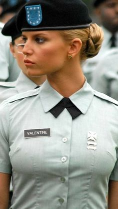 Idf Women, Military Women, Mädchen In Uniform, Female Soldier, Military Girl, Girls Uniforms, Stunning Women, Hollywood Celebrities, Medieval Clothing