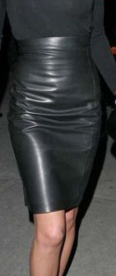 Leather Skirts, Leather Pants, Black Leather, Pvc Skirt, Dress Skirt, Models, Leather Fashion, Lady, High Heels