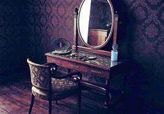Arti MimpiCermin Melambangkan: kebenaran.  Arti mimpi cermin: siapa Anda yang sebenarnya. Cermin ini harus selalu bersih dan jelas. Jika tidak ini menggambarkan bahwa ada sesuatu hal yang tidak beres dengan Anda, baik secara mental dan fisik. Hal tertentu harus dand butuh di eliminasi atau dibuang. Melihat cermin dalam mimpi  Menandakan bahwa Anda akan segera mengalami perubahan