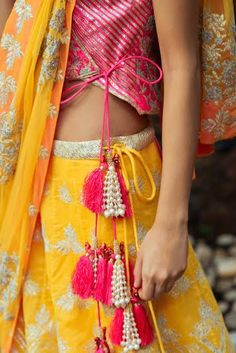 15 Eye-Catching Latkan Designs To Beautify Your Bridal Lehenga Indian Wedding Outfits, Indian Outfits, India Fashion, Ethnic Fashion, Indian Attire, Indian Wear, Blouse Styles, Blouse Designs, Saree Tassels Designs