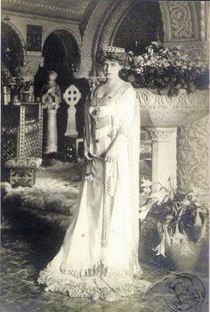 Königin Marie von Rumänien, Queen of Romania, née Princess of Edingburgh by A. Queen Mary, King Queen, Old Photos, Vintage Photos, Maud Of Wales, Romanian Royal Family, British Royal Families, Royal Jewels, Kaiser