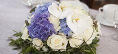 Slik pynter du et vakkert konfirmasjonsbord Hygge, Floral Wreath, Wreaths, Table Decorations, Tips, Home Decor, Floral Crown, Decoration Home, Door Wreaths