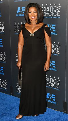 The Orange Is the New Black winner, Lorraine Toussaint, worked her assets in a black dress that hugged her hourglass frame, teamed with an embellished purse and sandals.