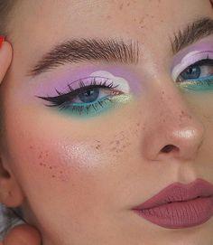 Makeup Eye Looks, Eye Makeup Art, Colorful Eye Makeup, Eye Makeup Remover, Blue Eye Makeup, Cute Makeup, Eyeshadow Makeup, Makeup Brushes, Neon Eyeshadow