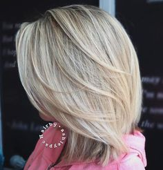 60 Fun and Flattering Medium Hairstyles for Women, Frisuren, Mid-Length Feathered Blonde Hairstyle. Medium Hair Cuts, Medium Hair Styles, Short Hair Styles, Medium Length Blonde, Mid Length Hair, Shoulder Length Layered Hair, Bobs Blondes, Brown Blonde Hair, Haircut And Color