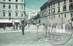 Italijanski policist usmerja promet na današnjem Prešernovem trgu v Ljubljani leta 1942 Vir: https://www.facebook.com/ljubljana.nekoc?fref=photo