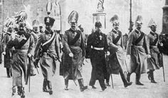 Guillermo II y sus hijos en un desfile militar