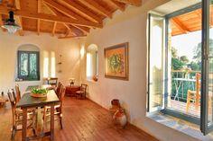 Το σπίτι του Καζαντζάκη: Η εντυπωσιακή ανακαίνιση, το πανέμορφο εσωτερικό και η τιμή πώλησης του - Enimerotiko.gr Windows, Ramen, Window